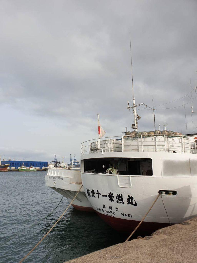 Barco de pesca japonés en puerto de Las Palmas