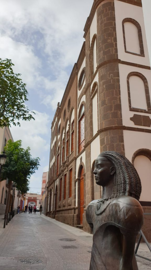 Pedestrian streets and Theater. Things to do in Gáldar