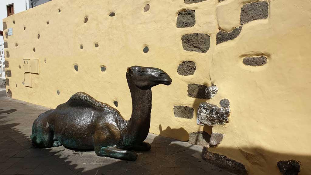 Escultura de camello en Agüimes