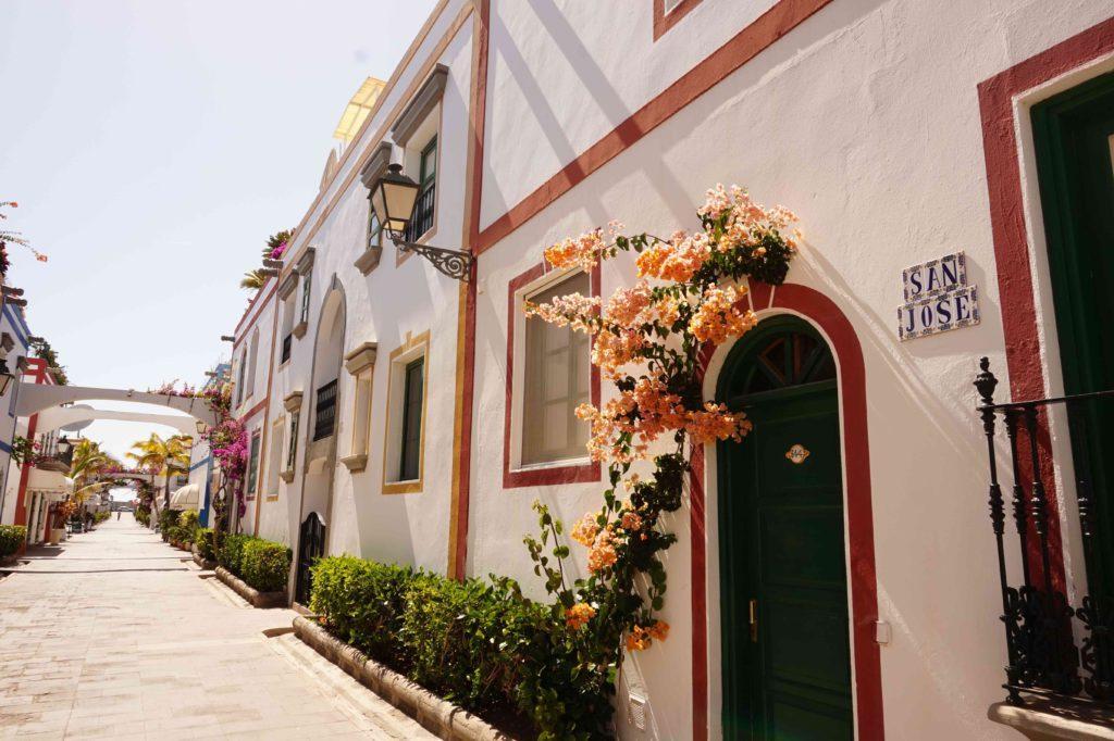 Puerto de Mogán houses