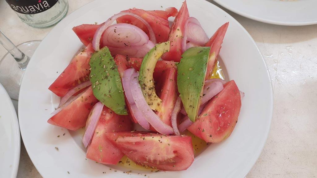 Ensalada de tomate, aguacate y cebolla, Restaurante El Capitán