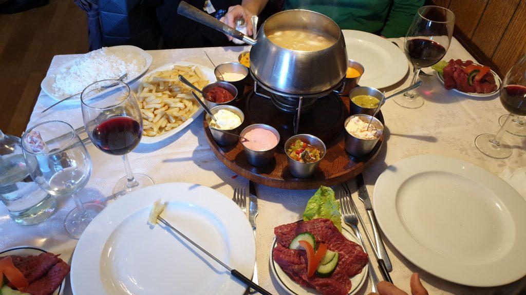 Meat fondue at El Gallo Feliz