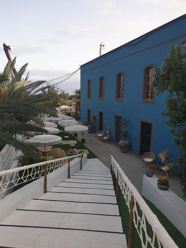 Acceso a Nativo La Palmas y Jacío House a la derecha