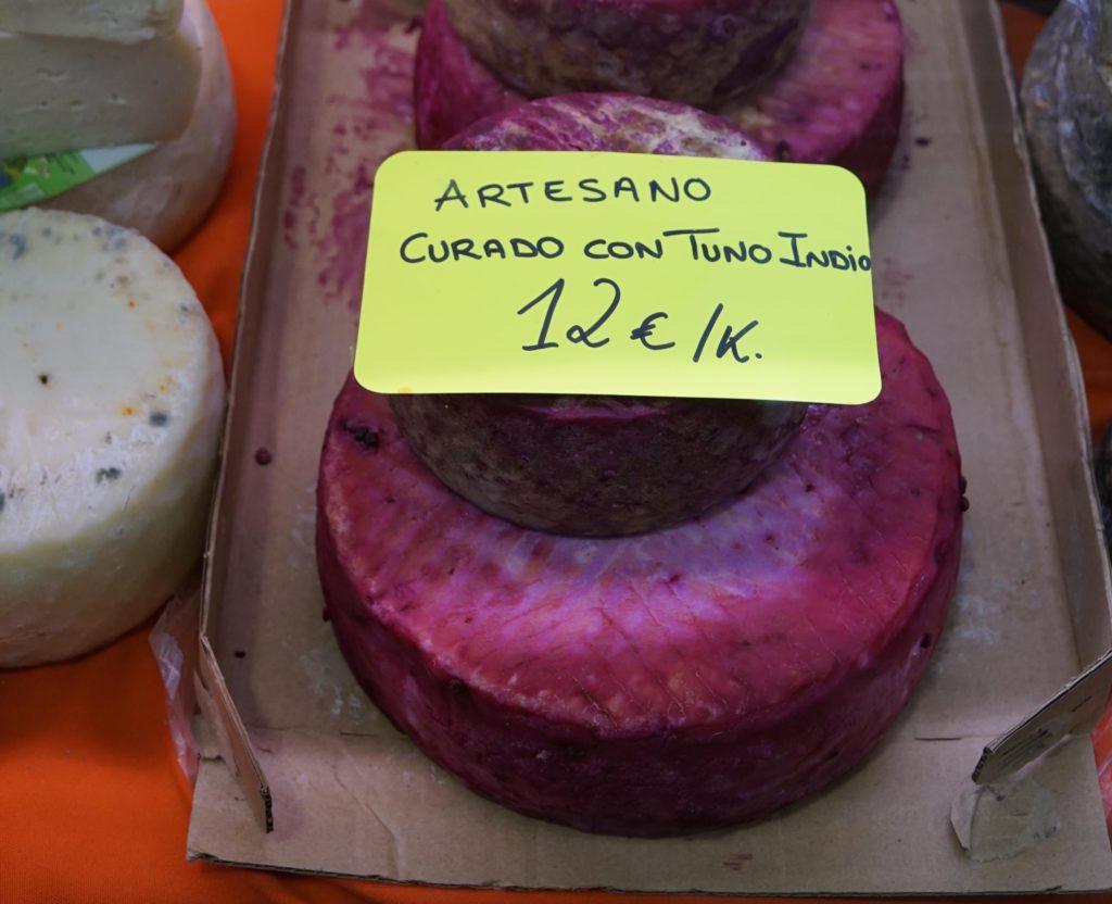 Queso artesano curado con tuno indio
