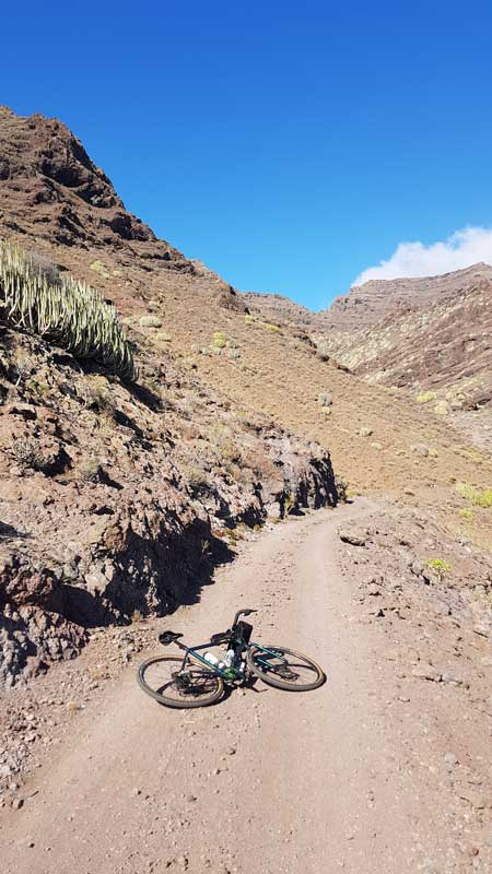la aldea en gravel bike