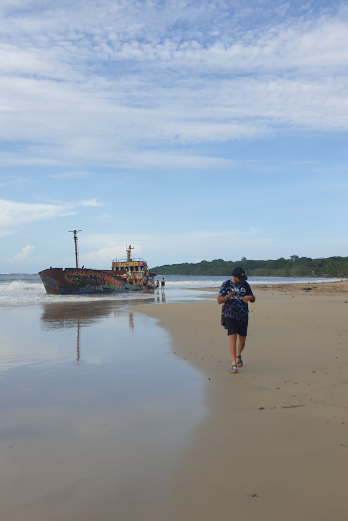Things to do in Costa Rica, ship stranded in Manzanillo