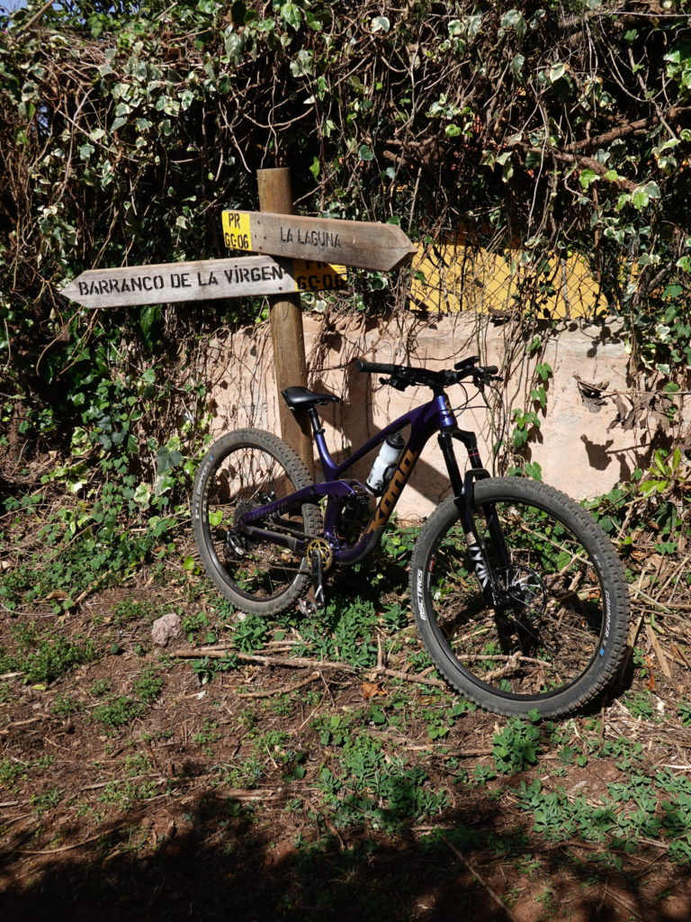 Circular en bici de enduro desde Arucas