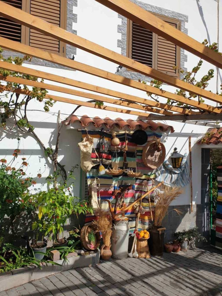 Detalles canarios junto a vivienda de Santa Lucía de Tirajana