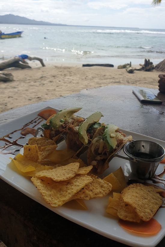 Tacos de pollo en Puerto Pirata